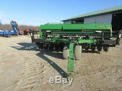John Deere 750 15' no-till drill withYetter markers and SI Bean meters
